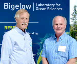 Angus King Tours Bigelow Laboratory