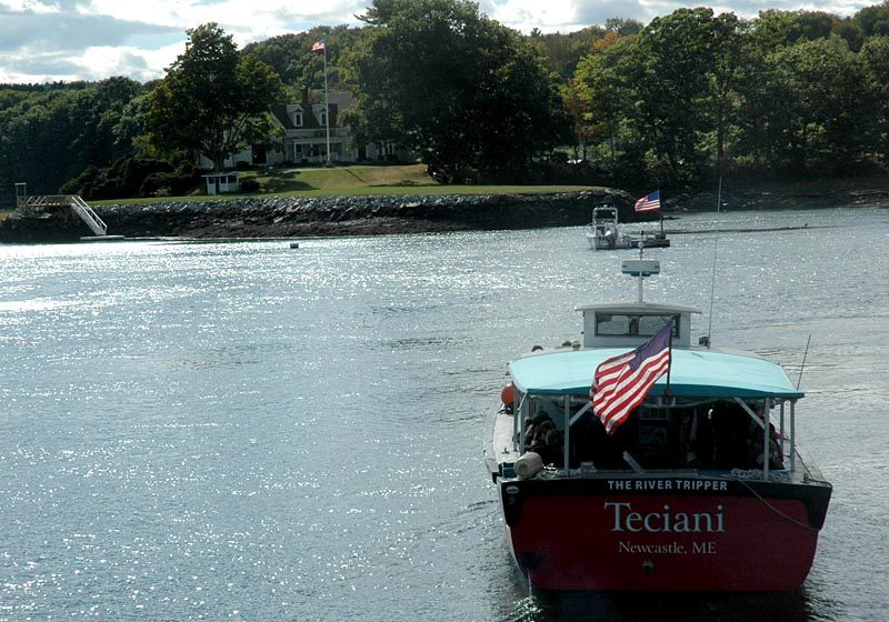 The River Tripper offered tours of Damariscotta River oyster farms during the annual Pemaquid Oyster Festival on Sunday, Sept. 25. (Alexander Violo photo)