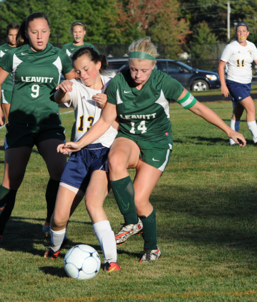 Hannah Prock battles Shannon O'Malley for the ball. (Paula Roberts photo)