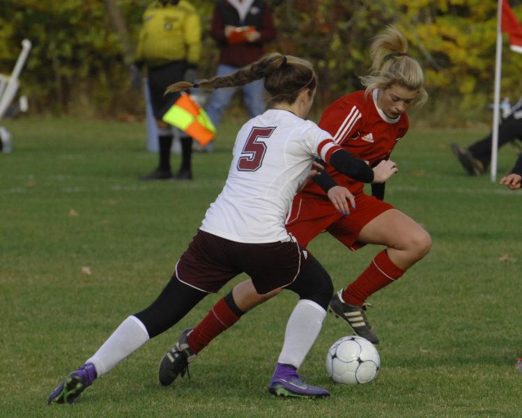 Gabby Chapman pulls the ball away from Emily Grandahl. (Paula Roberts photo)