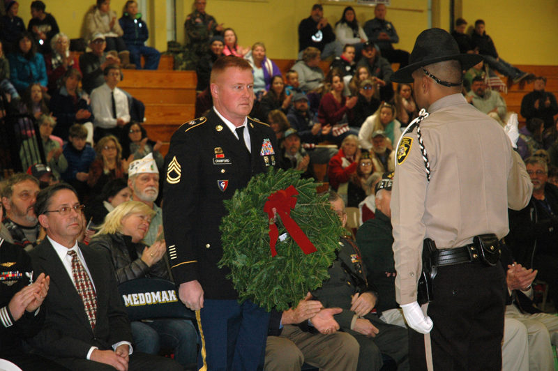 Veteran Jason Crawford receives a wreath from Knox County Sheriff's Deputy Nathaniel Jack. (Alexander Violo photo)