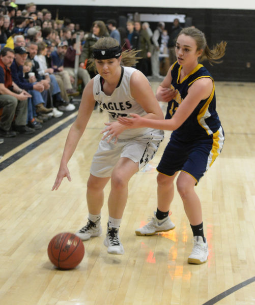 Paige Powell guards Cagney O'Brien bringing the ball up the sideline. (Paula Roberts photo)