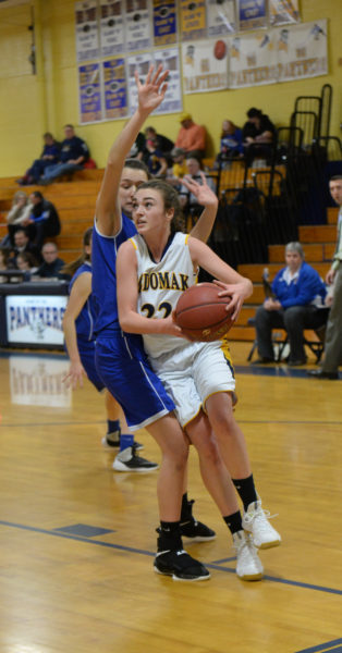 Sadie Cohen drives inside for the Panthers. (Paula Roberts photo)
