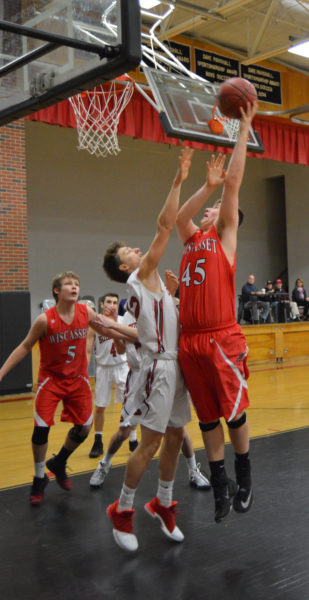 Zach Reed drives inside for Wiscasset.  (Carrie Reynolds photo)