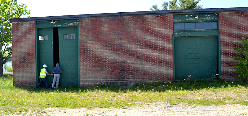 The Mason Station maintenance building in Wiscasset in May 2016. Peregrine Turbine Technologies is purchasing the building from the town for $18,000. (Abigail Adams photo, LCN file)