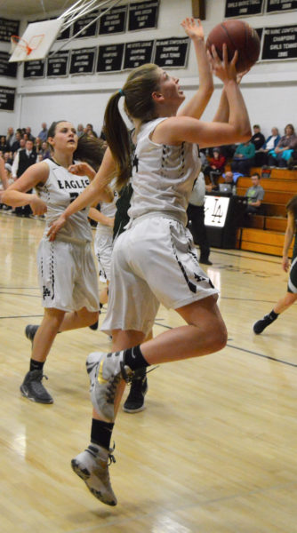 Dorothy Hodous drives inside for the Lady Eagles. (Carrie Reynolds photo)