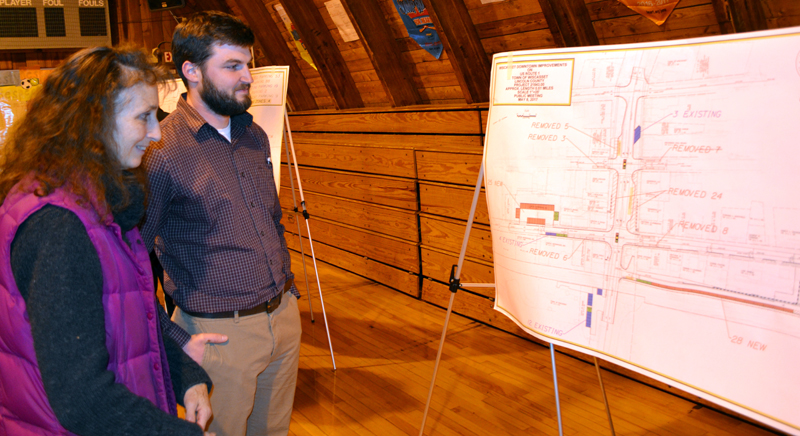 Wiscasset resident Susan Robson reviews a diagram of the parking proposal for the Wiscasset downtown traffic project with Steve Bates, of VHB, during a public hearing Monday, May 8. (Abigail Adams photo)