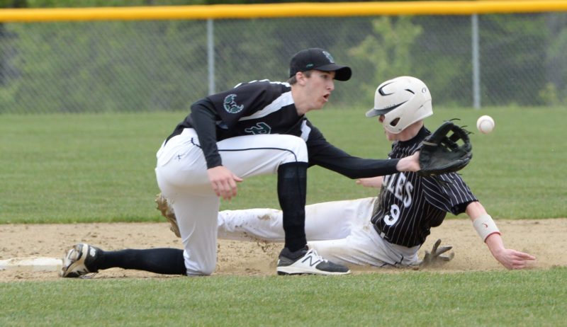 Baker Gove steals second for the Eagles. (Paula Roberts photo)
