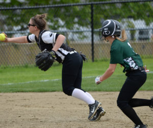 "<span class=""entry-title-primary"">Hornets sting Lincoln softball</span> <span class=""entry-subtitle"">Leavitt 12 - Lincoln 7</span>"
