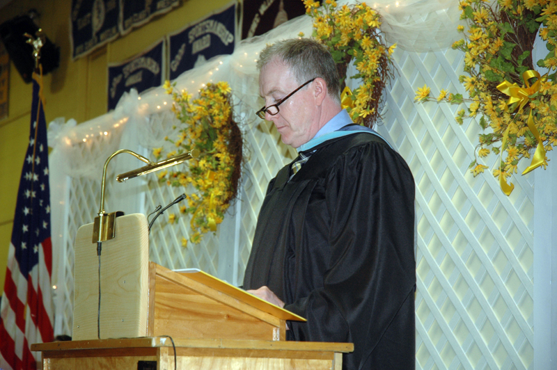 Medomak Valley High School Principal Andrew Cavanaugh speaks at graduation in 2017. (Alexander Violo photo, LCN file)