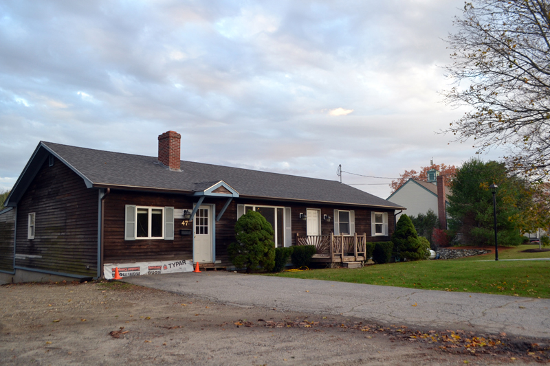 The former Wiscasset Newspaper office at 47 Gardiner Road will soon become the office and laboratory for Water Quality & Compliance Services Inc. (Charlotte Boynton photo)