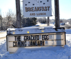 A sign along Gardiner Road in Wiscasset announces the impending arrival of The Cracked Egg. The Hunters Breakfast sign will soon come down and a permanent sign for The Cracked Egg will go up in its place. (Charlotte Boynton photo)