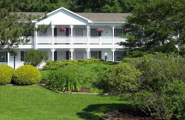 The Cedar Crest Inn