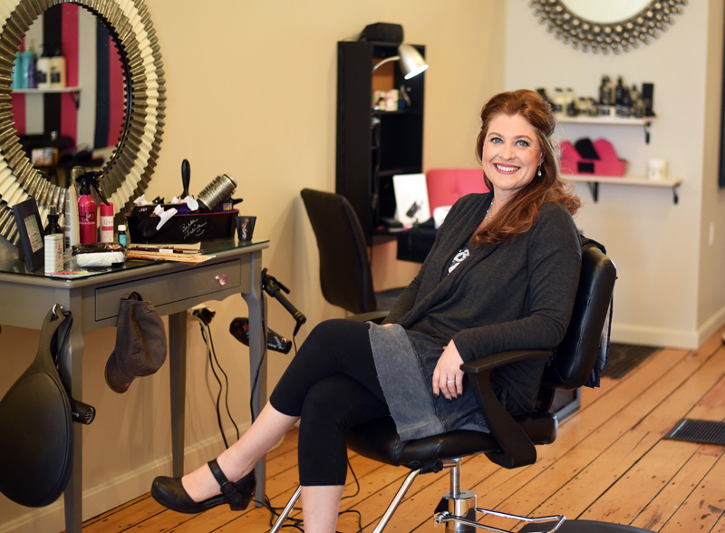 Jolie Salon : Belle jolie salon opens in newcastle the lincoln county news