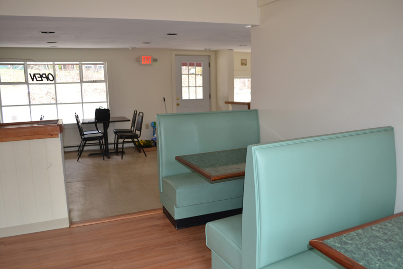 The Wiscasset House of Pizza dining room is ready for customers. The former fish market at 74 Flood Ave. has been remodeled into an attractive dining area by Jeff and Maria Soldatos. (Charlotte Boynton photo)