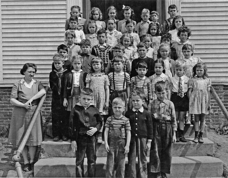 Franklin Grammar School, grades one through four, 1946. Everyone in this class photo made May baskets with the help of our teacher, Marion Smithwick. (Photo courtesy Marjorie and Calvin Dodge)