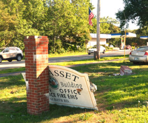 Car Crashes into Sign for Wiscasset Municipal Building