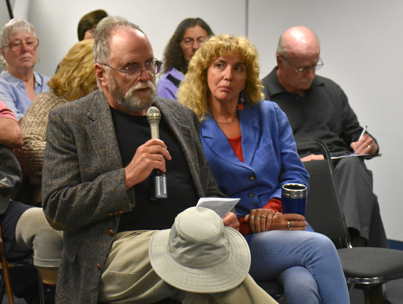 Joe Grant, of Wiscasset, asks a question about how to attract employers and good jobs to the area during a candidates forum in Waldoboro on Thursday, Oct. 11. (Alexander Violo photo)