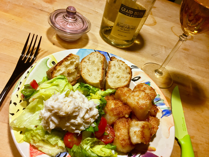 Pan-fried scallops, salad topped off with fresh crabmeat, and crusty bread made for a sublime dinner. (Suzi Thayer photo)
