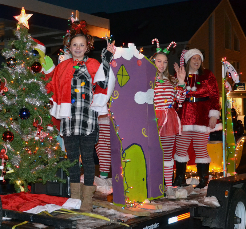 The Waltz family's Grinch-themed float was voted best individual/family entry. (Maia Zewert photo, LCN file)