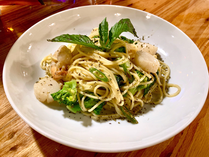 Em Limvathanalert developed this green curry dish using spaghetti. (Suzi Thayer photo)