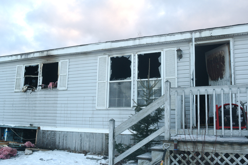 Exterior damage to a mobile home at 139 Old Sheepscot Road after a fire the morning of Wednesday, Jan. 16. (Jessica Clifford photo)