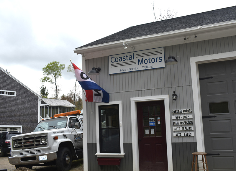The entrance to Coastal Motors, a full-service auto repair shop at 67 Hassan Ave., off Route 215 in North Newcastle. (Alexander Violo photo)
