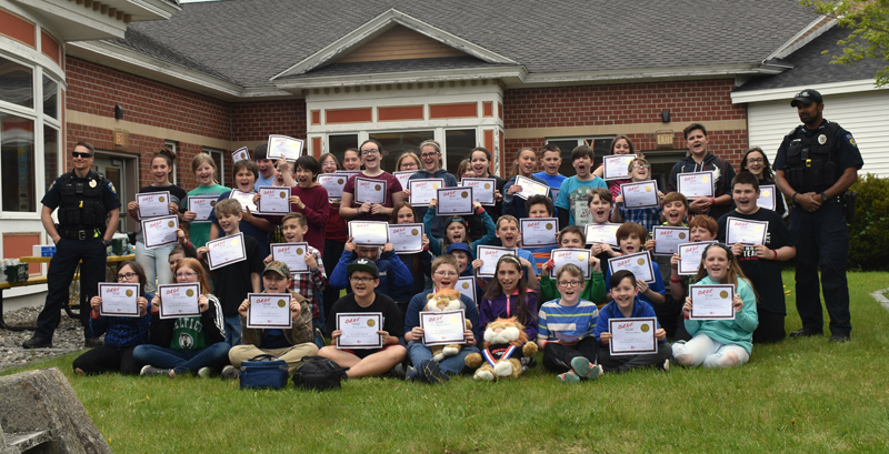 Miller School fifth graders pose with Waldoboro Police Chief John Lash (far left) and Officer Nathaniel Jack (far right) after their completion of a 10-week D.A.R.E. class. (Alexander Violo photo)