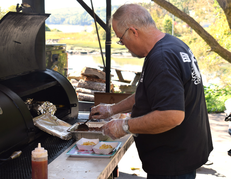 "Ken Flower, owner of Sweet Georgia BBQ, prepares a pair of ""Hillbilly Sundaes"" during the grand opening of his food wagon on Main Street in Newcastle on Friday, Sept. 20. (Evan Houk photo)"