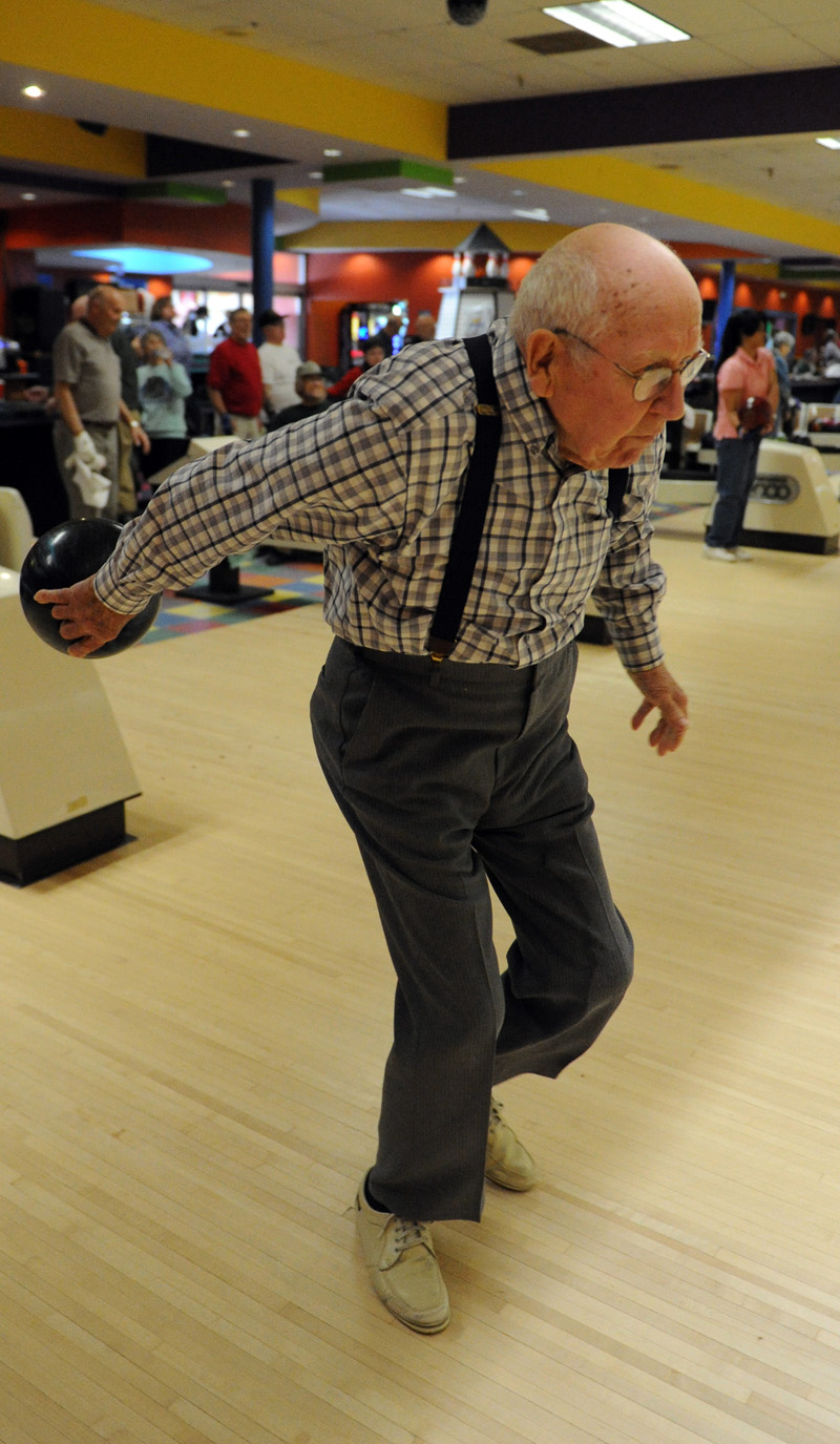 Kenneth Chaney bowled in Brunswick until he was 96. (Paula Roberts photo, LCN file)