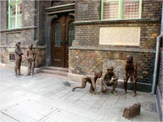 "Bronze street sculpture in Budapest: ""The Paul Street Boys,"" based on the young adult novel of the same name by Hungarian author Ferenc Molnar. (Photo courtesy Paul Kando)"