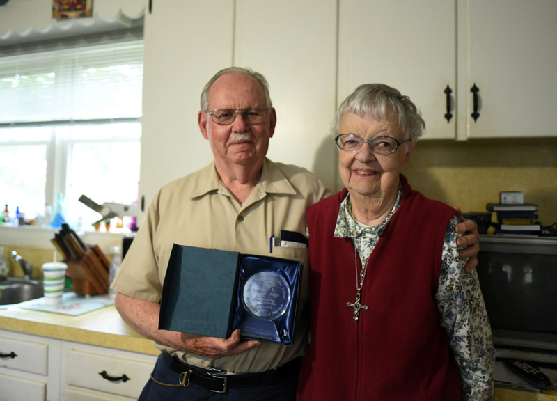 """""""Damariscotta History"""" columnists Calvin and Marjorie Dodge pose with an award for outstanding community service in their Damariscotta home June 15, 2018. Marjorie Dodge passed away early Monday, April 27. (Jessica Picard photo, LCN file)"""