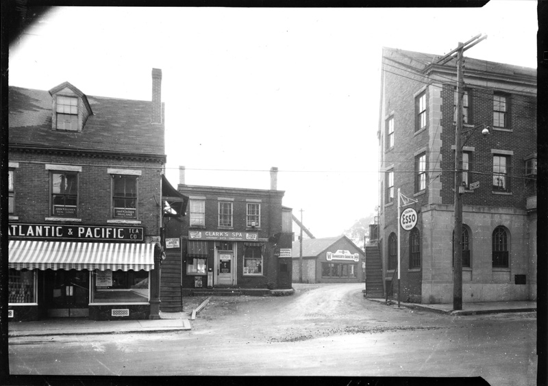 The Atlantic & Pacific Tea Co. grocery store in Damariscotta, 1945. The location would later become home to R.H. Reny's first store, which remains there today. (Photo courtesy Calvin Dodge)