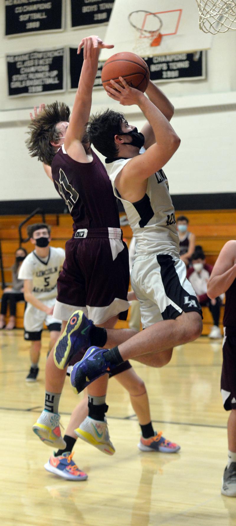 Richmond's Connor Vashon attempts to block Tucker Stiles' shot. (Paula Roberts photo)