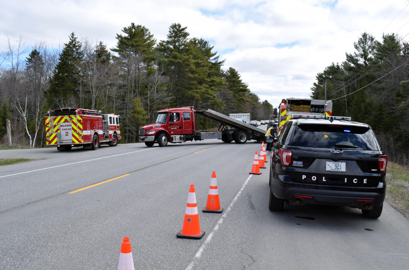 Traffic stops on Route 1 in Waldoboro as Hillside Collision Center Inc. tows a truck out of the ditch on Sunday, April 18. (Evan Houk photo)