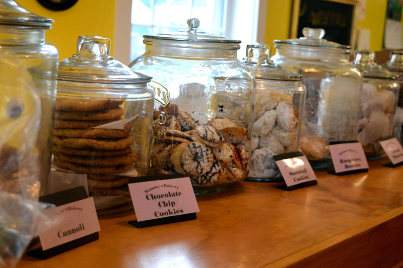 Homemade chocolate chip cookies, cannolis, snowball cookies, and other Italian pastries are available at Mammy's Bakery. (Photo by Nettie Hoagland)