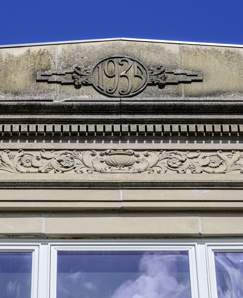 The cornice of the A.D. Gray building commemorates its 1935 date of construction in Waldoboro on May 14. (Bisi Cameron Yee photo, LCN file)